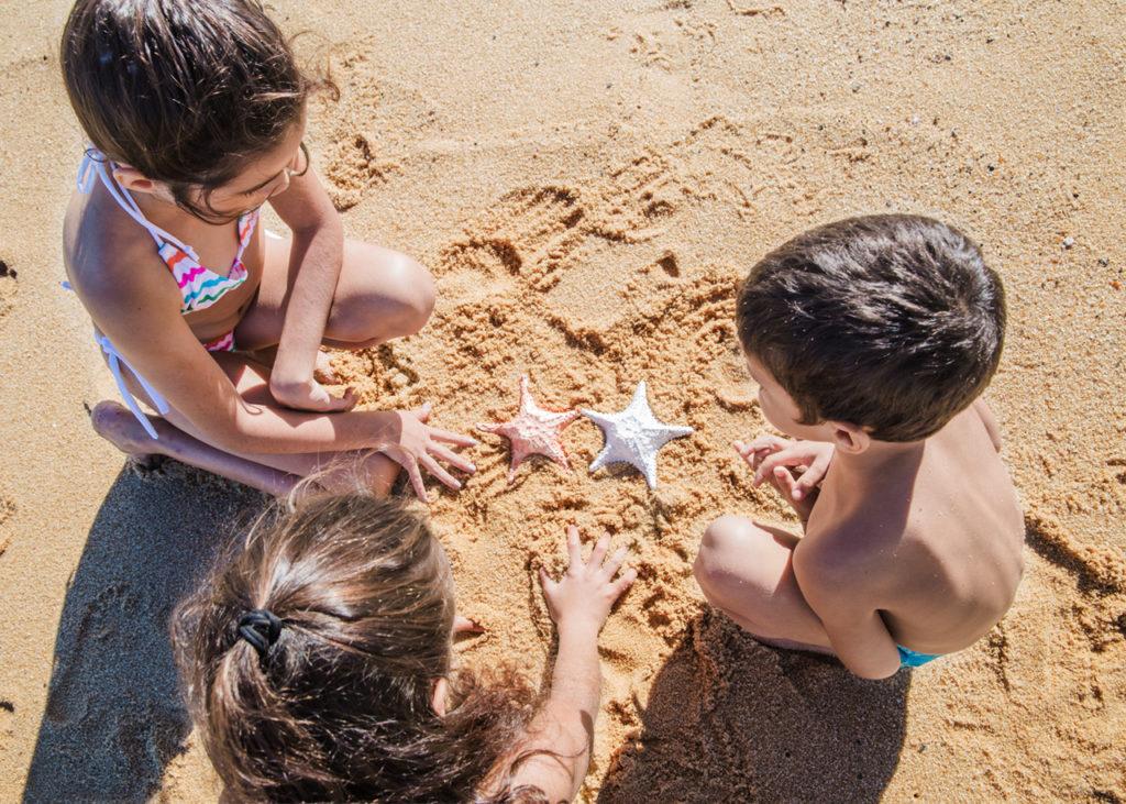 niños-playa-proteccion-solar